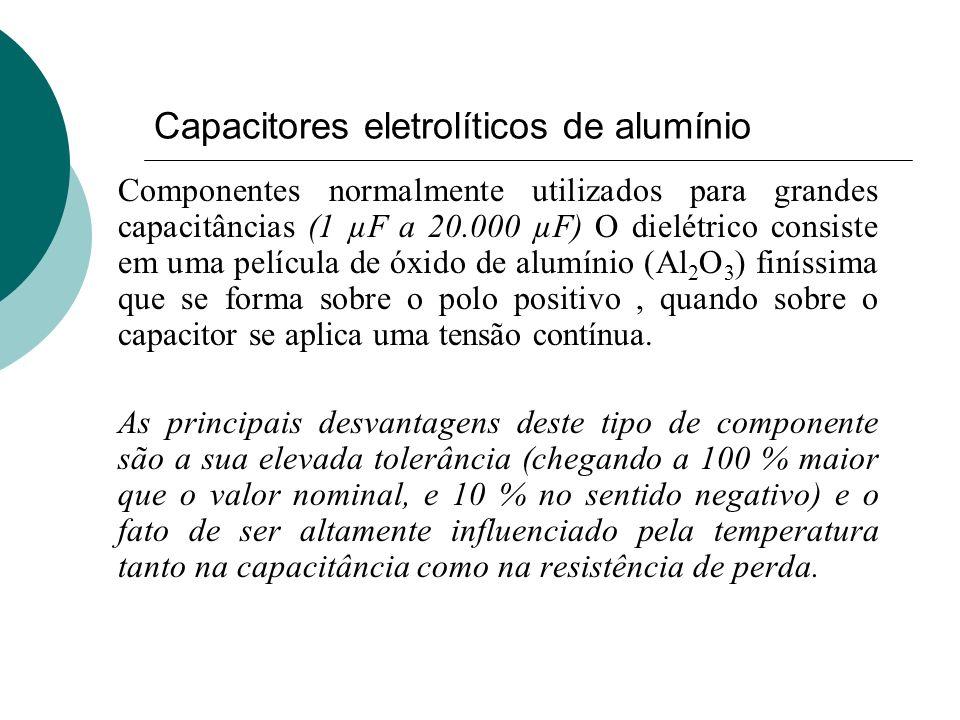 Capacitores eletrolíticos de alumínio Componentes normalmente utilizados para grandes capacitâncias (1 µF a 20.000 µF) O dielétrico consiste em uma pe
