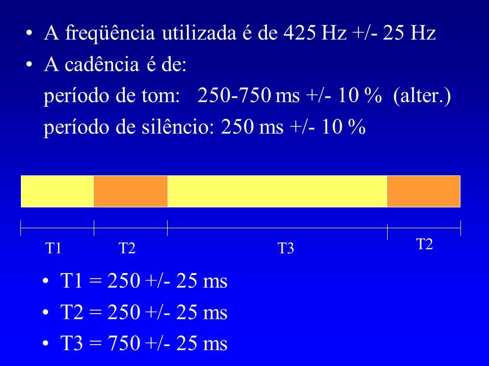 A freqüência utilizada é de 425 Hz +/- 25 Hz A cadência é de: período de tom: 250-750 ms +/- 10 % (alter.) período de silêncio: 250 ms +/- 10 % T1T2T3