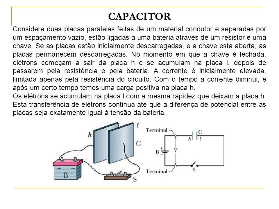 Capacitor O resultado final é uma carga positiva na placa h e uma carga negativa na placa l, muito semelhante à distribuição de carga mostrada na figura abaixo.