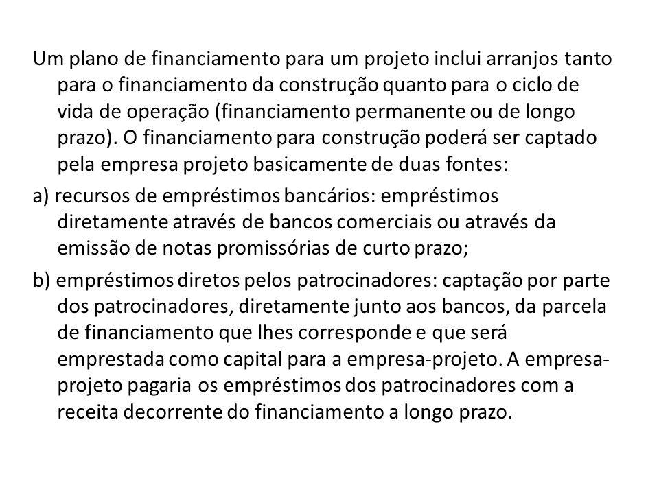 Um plano de financiamento para um projeto inclui arranjos tanto para o financiamento da construção quanto para o ciclo de vida de operação (financiame