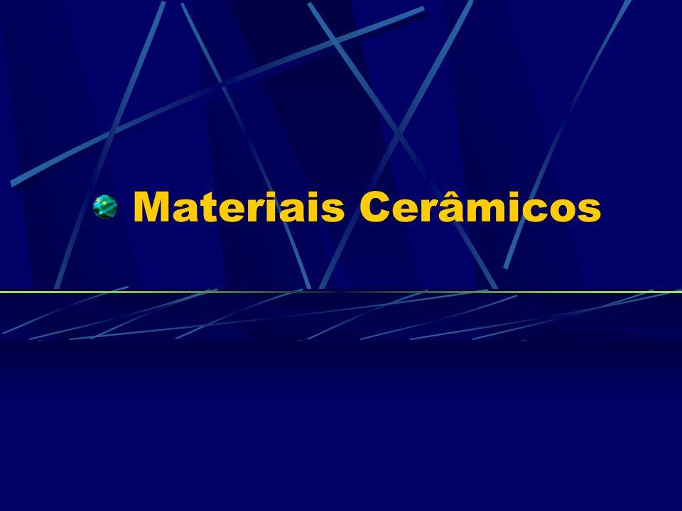 Cerâmicos são materiais inorgânicos, não-metálicos, os quais consistem de elementos metálicos (Al, Mg, Cr,...) e não-metálicos (O, N, C,...) ligados por ligações iônicas e covalentes.