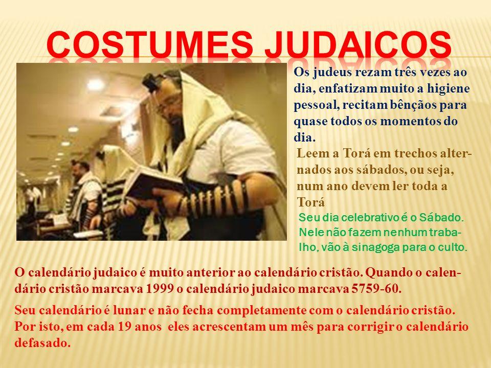 Os judeus rezam três vezes ao dia, enfatizam muito a higiene pessoal, recitam bênçãos para quase todos os momentos do dia. Leem a Torá em trechos alte