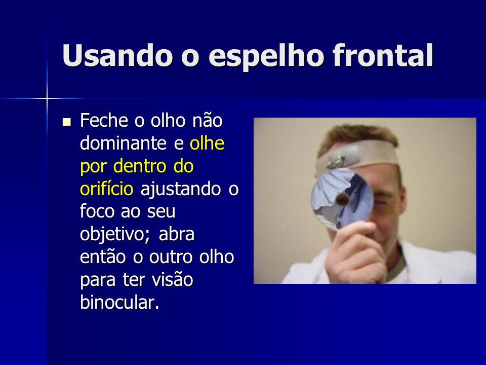 Usando o espelho frontal Feche o olho não dominante e olhe por dentro do orifício ajustando o foco ao seu objetivo; abra então o outro olho para ter visão binocular.