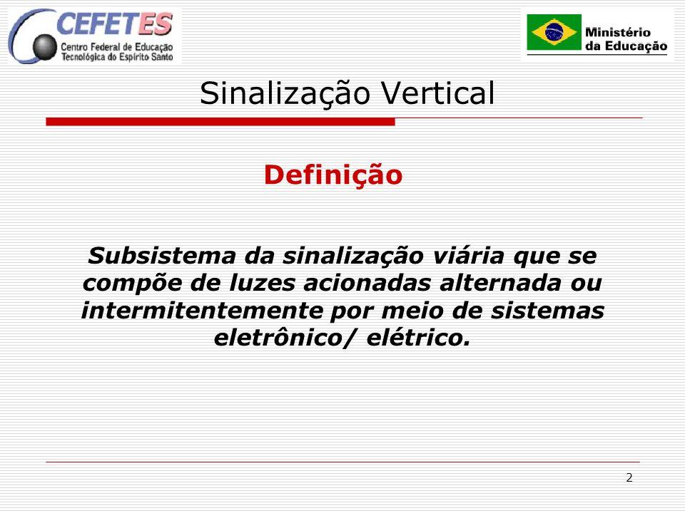 2 Sinalização Vertical Definição Subsistema da sinalização viária que se compõe de luzes acionadas alternada ou intermitentemente por meio de sistemas eletrônico/ elétrico.