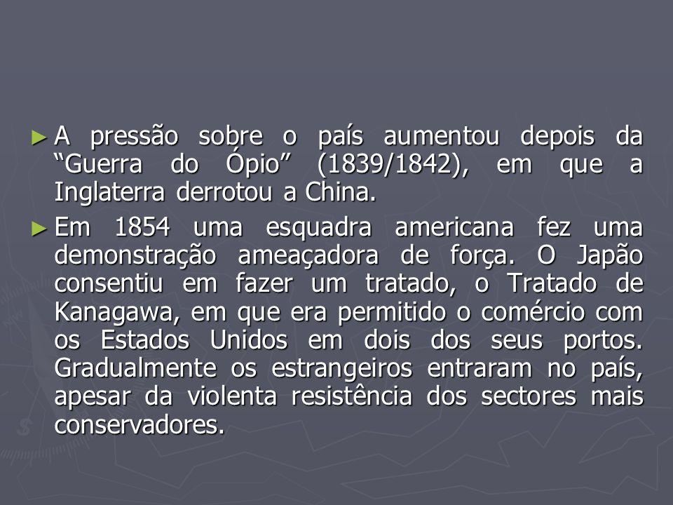 A pressão sobre o país aumentou depois da Guerra do Ópio (1839/1842), em que a Inglaterra derrotou a China. A pressão sobre o país aumentou depois da