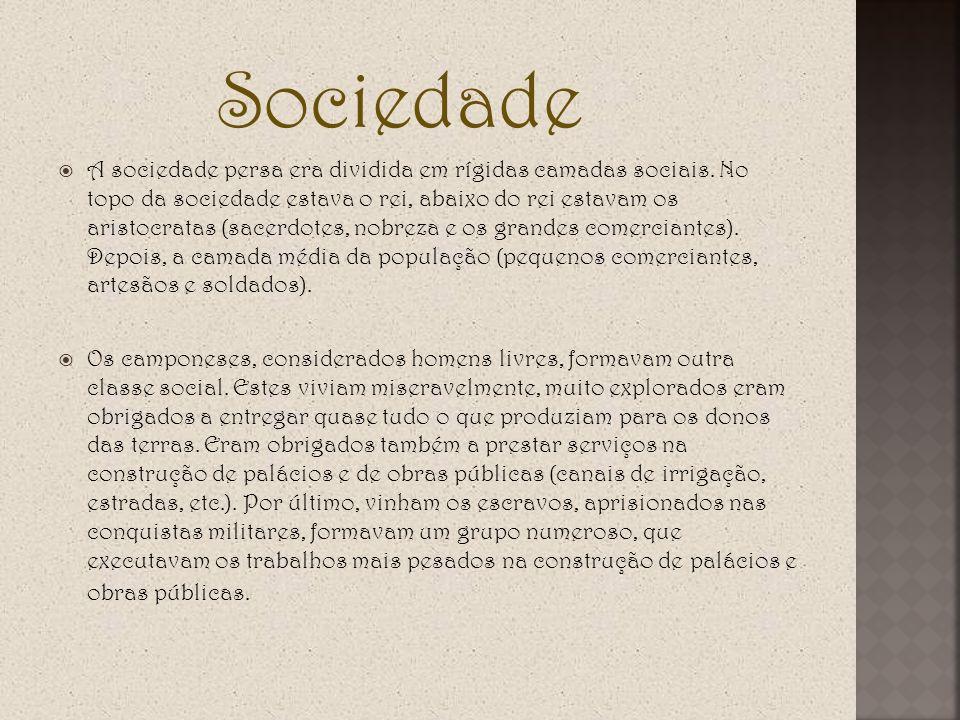 Sociedade A sociedade persa era dividida em rígidas camadas sociais. No topo da sociedade estava o rei, abaixo do rei estavam os aristocratas (sacerdo