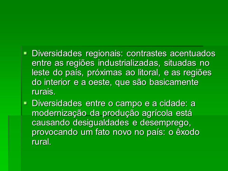 Diversidades regionais: contrastes acentuados entre as regiões industrializadas, situadas no leste do país, próximas ao litoral, e as regiões do inter