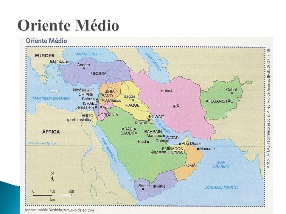 Situa-se na confluência entre três continentes e dispõe de rotas e passagens de grande valor estratégico : -> Canal de Suez -> sob controle do Egito, liga o Mar Vermelho ao Mar Mediterrâneo.