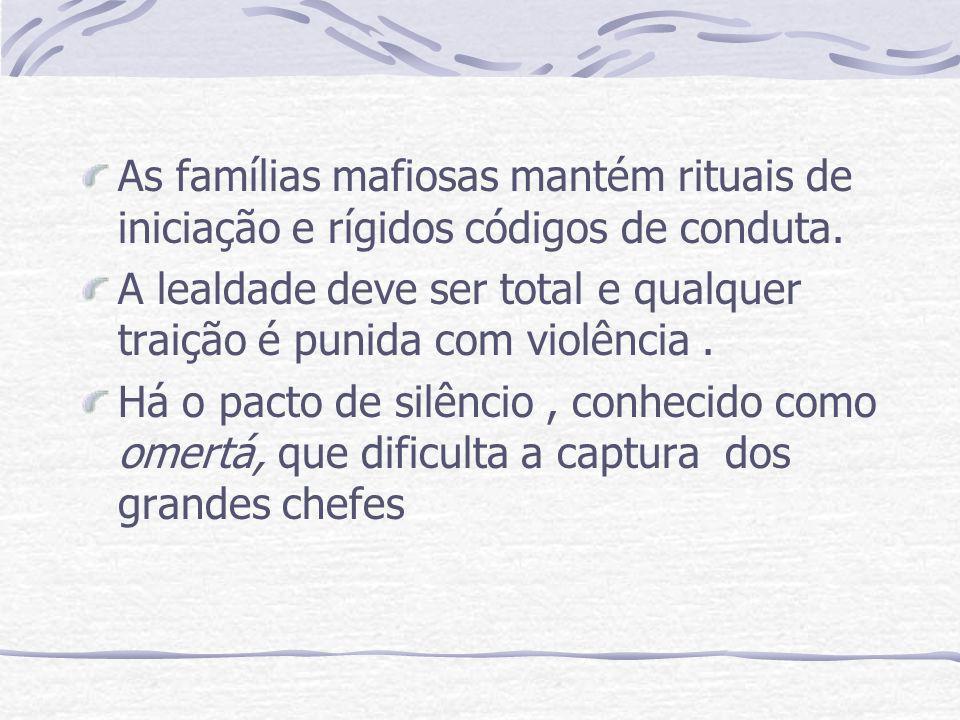 As famílias mafiosas mantém rituais de iniciação e rígidos códigos de conduta. A lealdade deve ser total e qualquer traição é punida com violência. Há