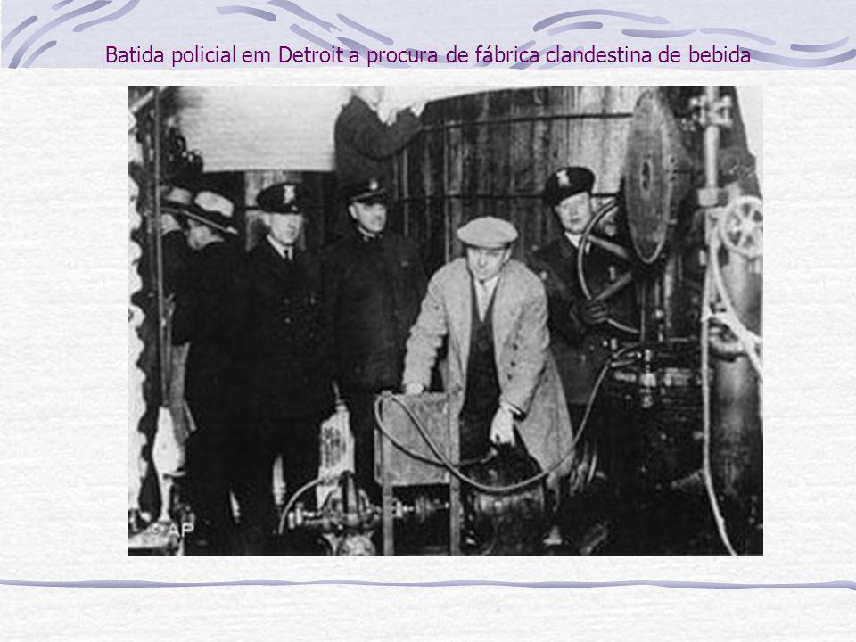 A proibição não foi eficiente para acabar com o alcoolismo e ainda gerou um lucrativo mercado clandestino, altamente disputado por gangues de criminosos.