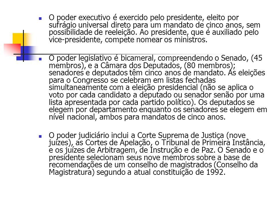 O poder executivo é exercido pelo presidente, eleito por sufrágio universal direto para um mandato de cinco anos, sem possibilidade de reeleição.