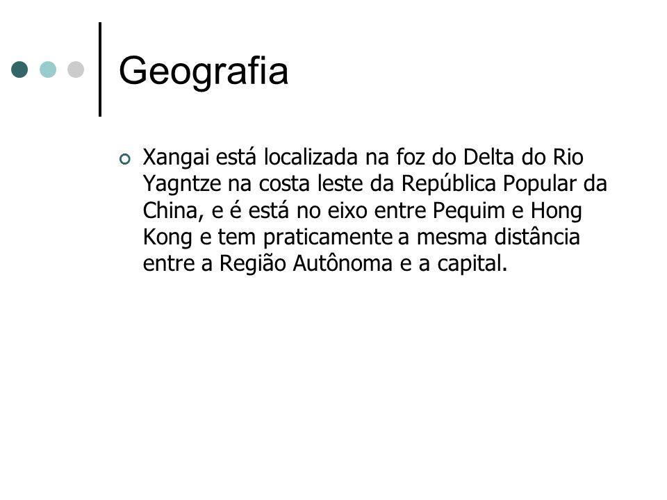 Geografia Xangai está localizada na foz do Delta do Rio Yagntze na costa leste da República Popular da China, e é está no eixo entre Pequim e Hong Kon