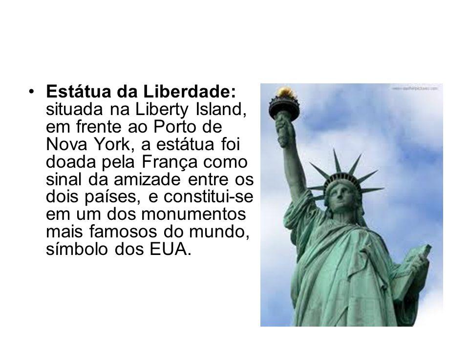 Estátua da Liberdade: situada na Liberty Island, em frente ao Porto de Nova York, a estátua foi doada pela França como sinal da amizade entre os dois