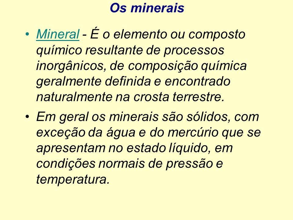 Os minerais Mineral - É o elemento ou composto químico resultante de processos inorgânicos, de composição química geralmente definida e encontrado nat