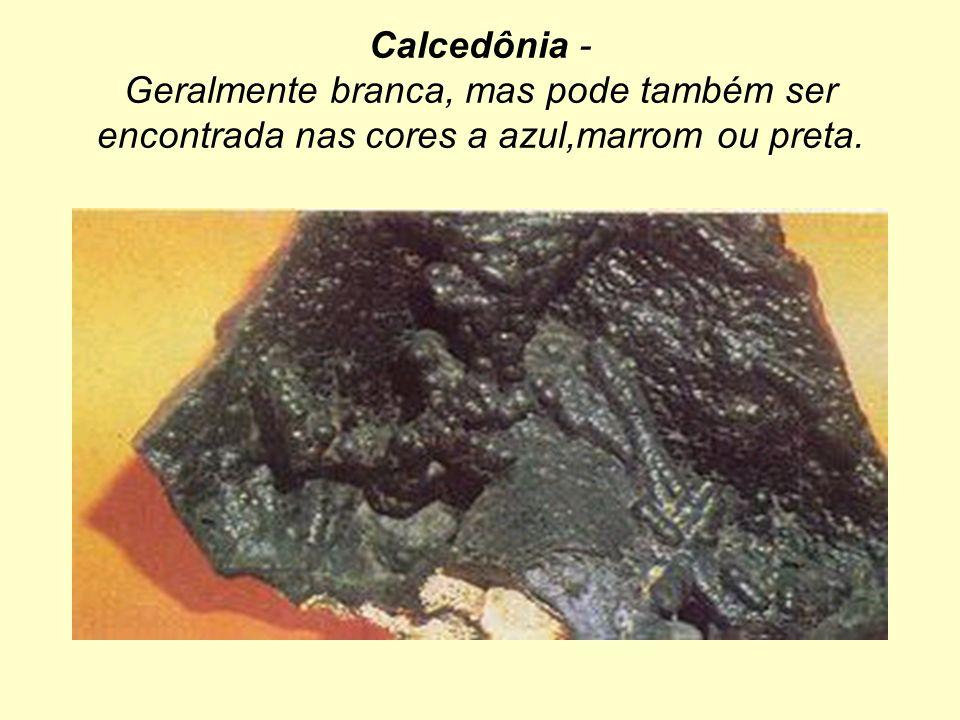 Calcedônia - Geralmente branca, mas pode também ser encontrada nas cores a azul,marrom ou preta.