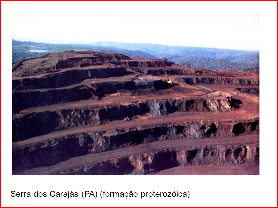 ERAS GEOLÓGICAS ERAPERÍODOSACONTECIMENTOS PermeanoPrimeiro anfíbios e répteis CarboníferoFormação de carvão mineral PaleozóicoDevonianoÚltima glaciação brasileira 600 milhões SilurianoVegetação marinha avança sobre a terra firme OrdovicianoMultiplicam-se os peixes CambrianoSurgimento de sedimentação intensa