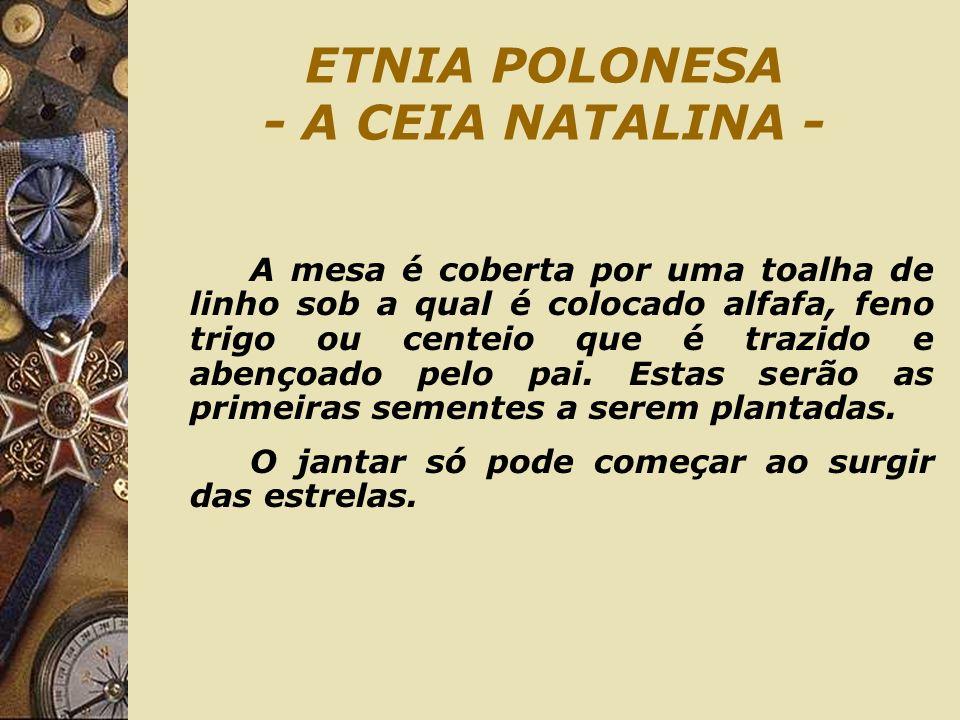 ETNIA POLONESA - A CEIA NATALINA - A mesa é coberta por uma toalha de linho sob a qual é colocado alfafa, feno trigo ou centeio que é trazido e abenço