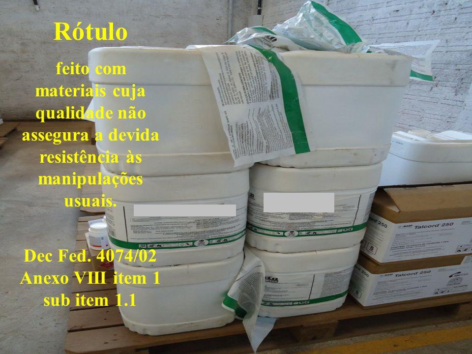 Rótulo feito com materiais cuja qualidade não assegura a devida resistência às manipulações usuais. Dec Fed. 4074/02 Anexo VIII item 1 sub item 1.1