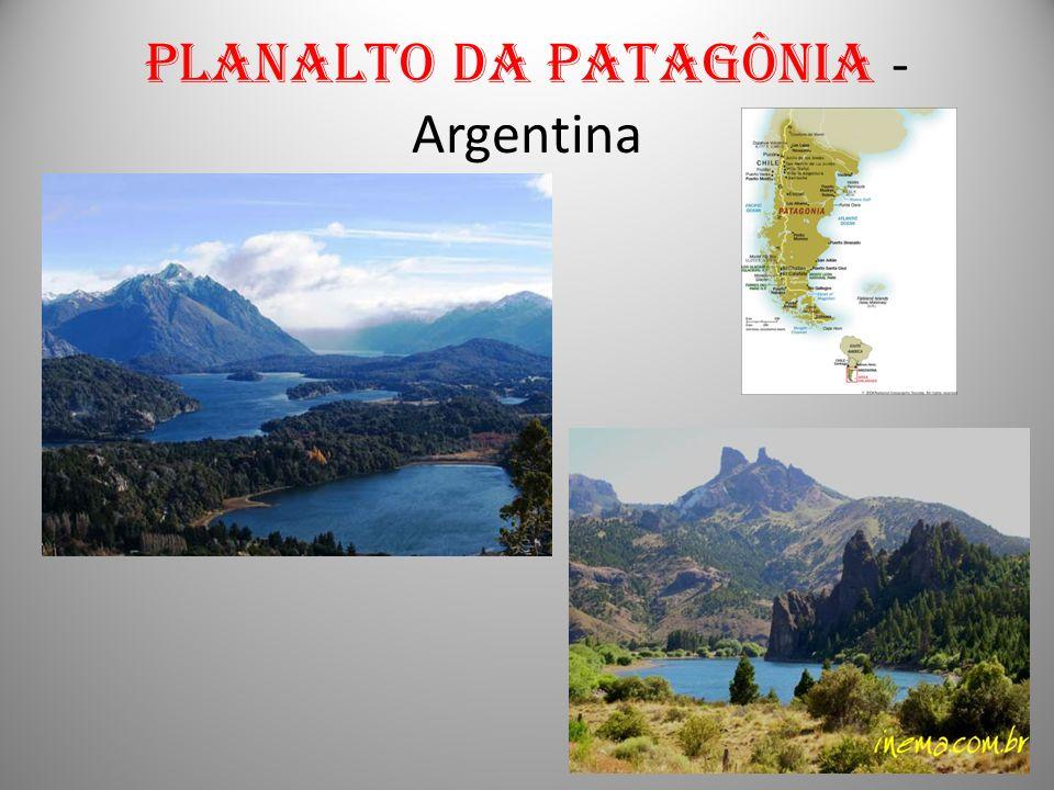 A constituição física da América do Sul é importante para entender a sua divisão em grupos de países ou conjuntos regionais.