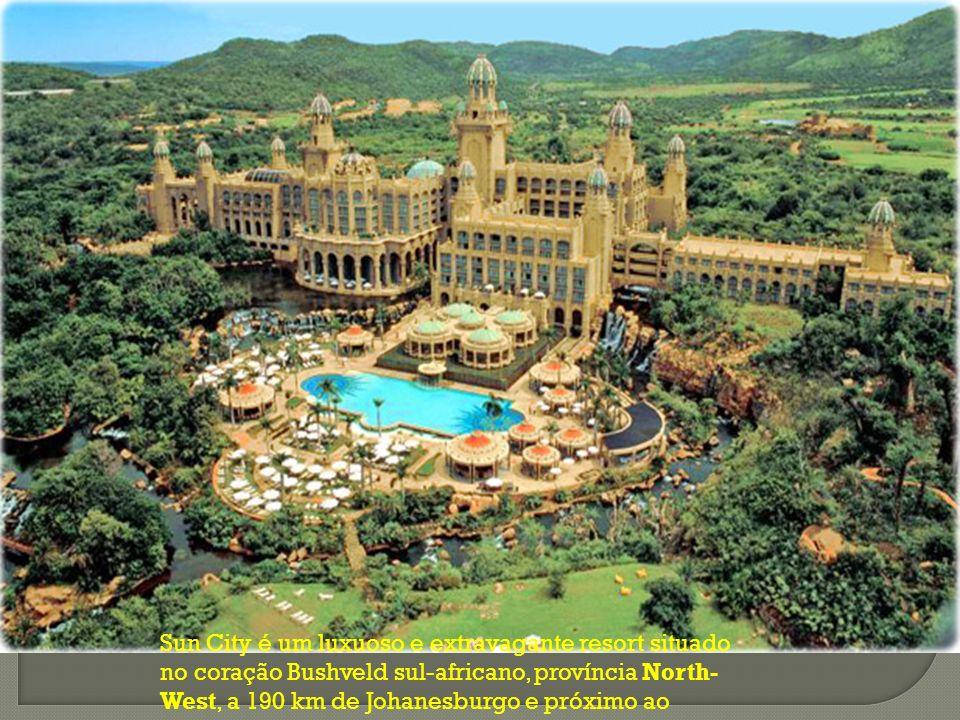 Sun City é um luxuoso e extravagante resort situado no coração Bushveld sul-africano, província North- West, a 190 km de Johanesburgo e próximo ao Pil