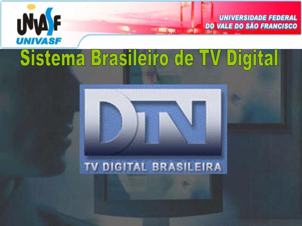Padrão ISDB-TB O padrão de televisão digital adotado no Brasil é o ISDB-TB, uma adaptação do ISDB-T (Integrated Services Digital Broadcasting Terrestrial), padrão japonês acrescida de tecnologias desenvolvidas nas pesquisas das universidades brasileiras.