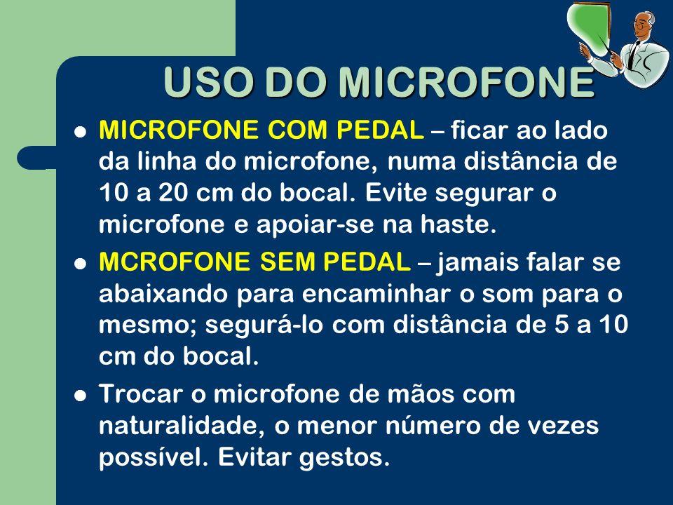 USO DO MICROFONE MICROFONE COM PEDAL – ficar ao lado da linha do microfone, numa distância de 10 a 20 cm do bocal.