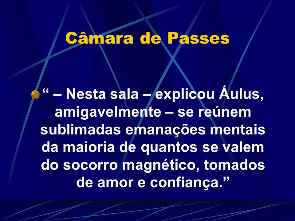Câmara de Passes – Nesta sala – explicou Áulus, amigavelmente – se reúnem sublimadas emanações mentais da maioria de quantos se valem do socorro magné