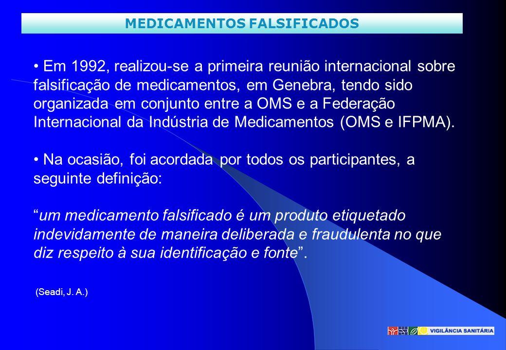 MEDICAMENTOS FALSIFICADOS Em 1992, realizou-se a primeira reunião internacional sobre falsificação de medicamentos, em Genebra, tendo sido organizada