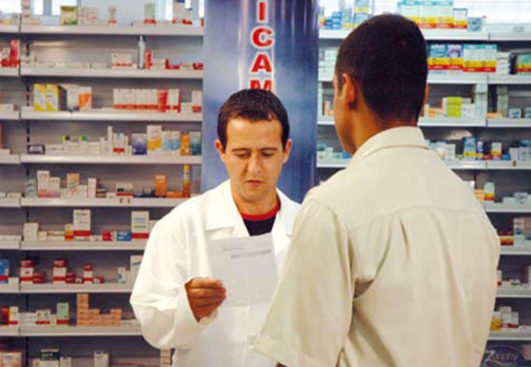 NO ALVARÁ SANITÁRIO DEVERÃO CONSTAR AS ATIVIDADES / SERVIÇOS DE DROGARIAS E FARMÁCIAS Dispensação de medicamentos controlados; Especialidade farmacêutica; Aplicação de injetáveis Medição de pressão arterial, temperatura e glicose.