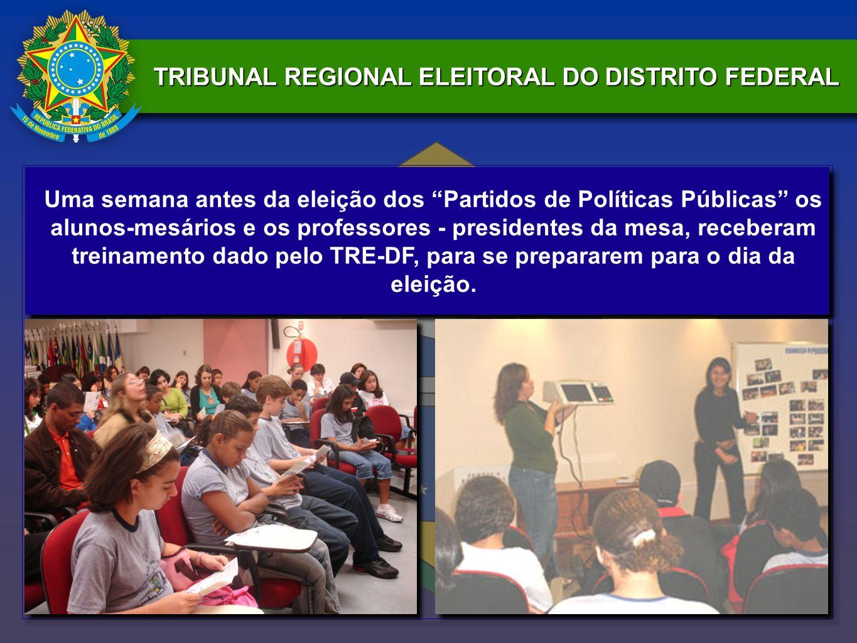 Uma semana antes da eleição dos Partidos de Políticas Públicas os alunos-mesários e os professores - presidentes da mesa, receberam treinamento dado p