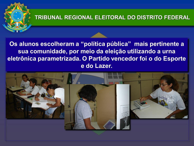 TRIBUNAL REGIONAL ELEITORAL DO DISTRITO FEDERAL Os alunos escolheram a política pública mais pertinente a sua comunidade, por meio da eleição utilizan