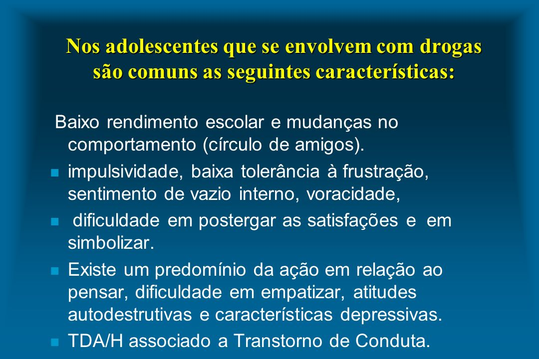 Nos adolescentes que se envolvem com drogas são comuns as seguintes características: Baixo rendimento escolar e mudanças no comportamento (círculo de