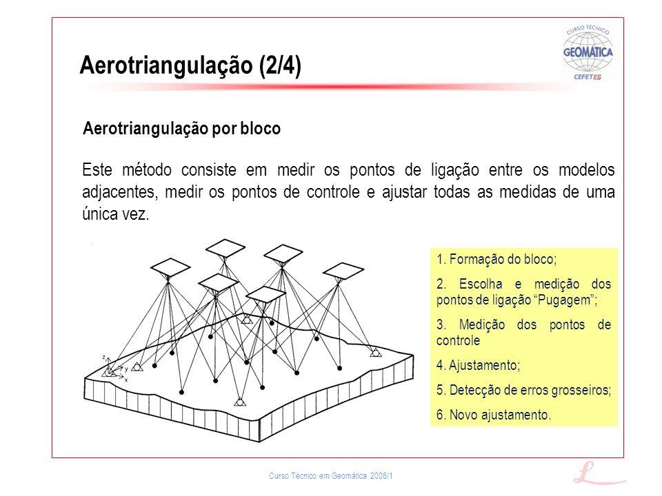 Curso Técnico em Geomática 2006/1 Aerotriangulação (2/4) Aerotriangulação por bloco Este método consiste em medir os pontos de ligação entre os modelo