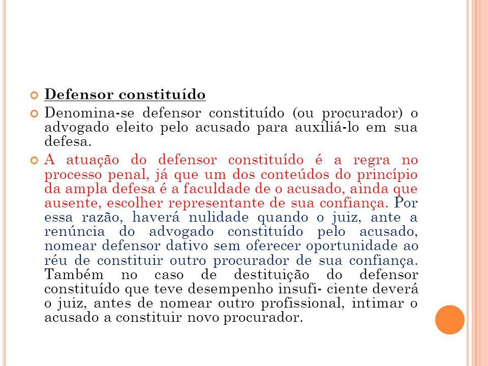 Defensor constituído Denomina-se defensor constituído (ou procurador) o advogado eleito pelo acusado para auxiliá-lo em sua defesa. A atuação do defen