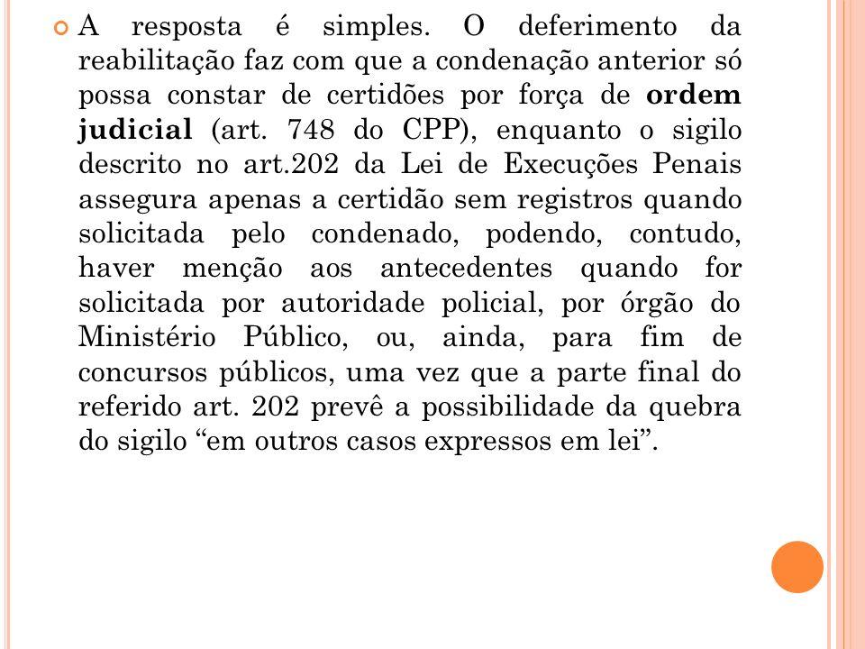 A resposta é simples. O deferimento da reabilitação faz com que a condenação anterior só possa constar de certidões por força de ordem judicial (art.