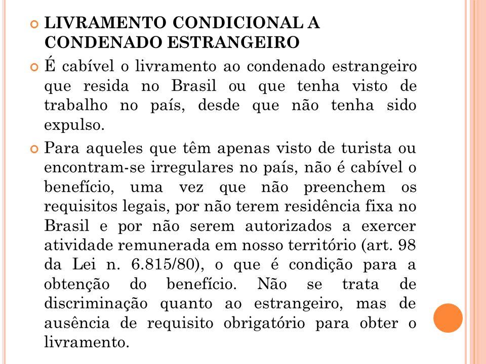 LIVRAMENTO CONDICIONAL A CONDENADO ESTRANGEIRO É cabível o livramento ao condenado estrangeiro que resida no Brasil ou que tenha visto de trabalho no