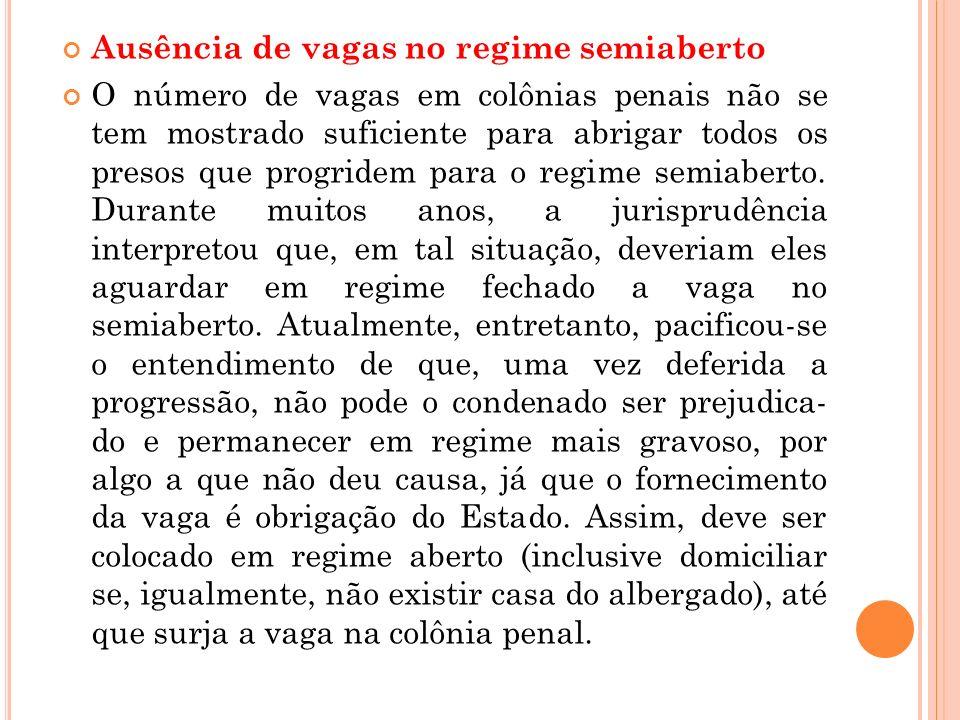 Ausência de vagas no regime semiaberto O número de vagas em colônias penais não se tem mostrado suficiente para abrigar todos os presos que progridem