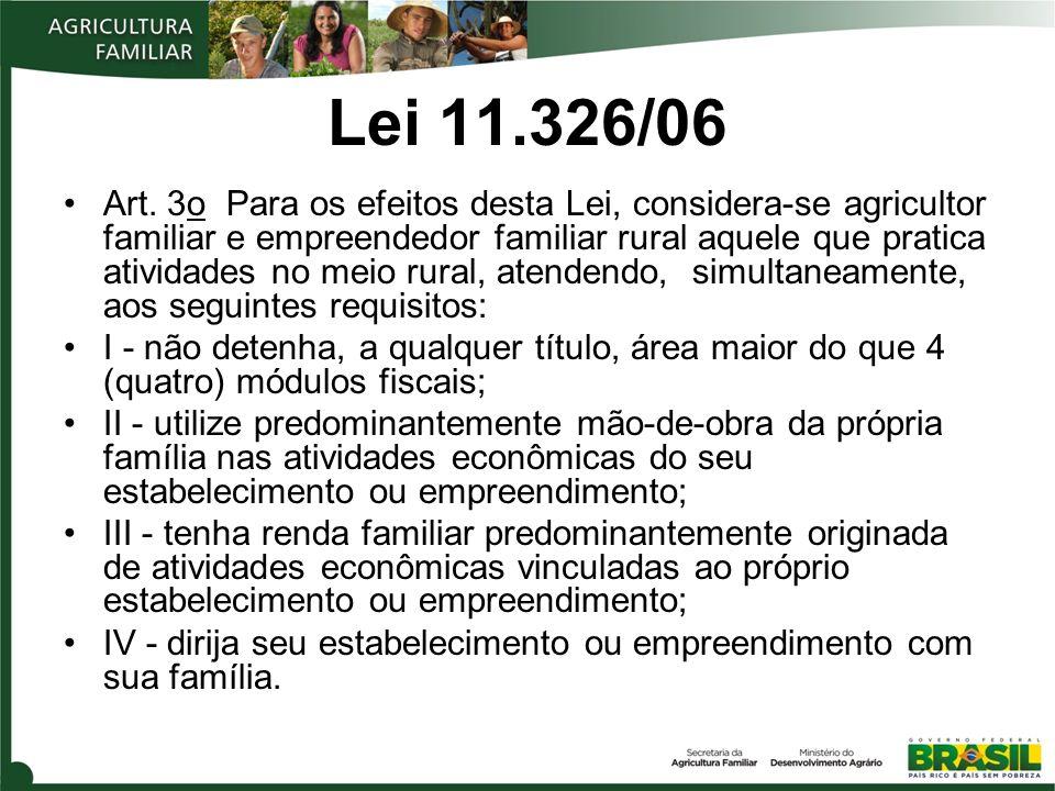Grupo A e A/C a) Grupo A : agricultores familiares assentados pelo Programa Nacional de Reforma Agrária (PNRA) ou beneficiários do Programa Nacional de Crédito Fundiário (PNCF) que não foram contemplados com operação de investimento sob a égide do Programa de Crédito Especial para a Reforma Agrária (Procera) ou que ainda não foram contemplados com o limite do crédito de investimento para estruturação no âmbito do Pronaf; b) estão incluídos no Grupo A de que trata a alínea anterior os agricultores familiares reassentados em função da construção de barragens para aproveitamento hidroelétrico e abastecimento de água em projetos de reassentamento, desde que observado o disposto na Lei nº 4.504, de 30/11/1964, especialmente em seus arts.