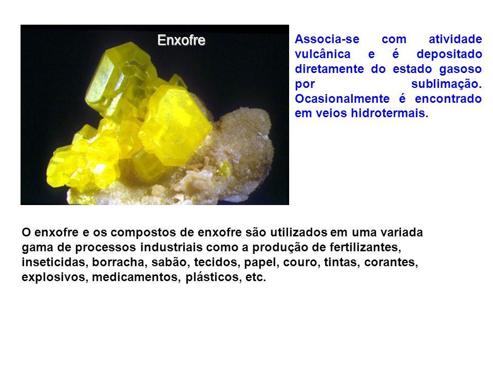 Enxofre Associa-se com atividade vulcânica e é depositado diretamente do estado gasoso por sublimação. Ocasionalmente é encontrado em veios hidroterma