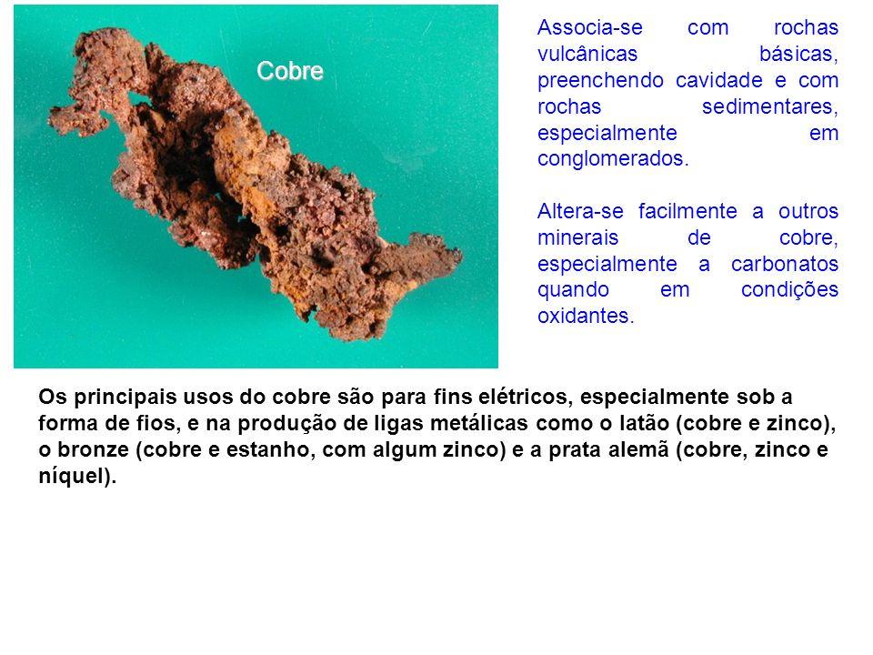 Os principais usos do cobre são para fins elétricos, especialmente sob a forma de fios, e na produção de ligas metálicas como o latão (cobre e zinco),