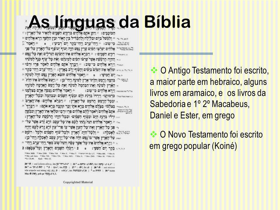 O Novo Testamento foi escrito em grego popular (Koiné) O Antigo Testamento foi escrito, a maior parte em hebraico, alguns livros em aramaico, e os liv