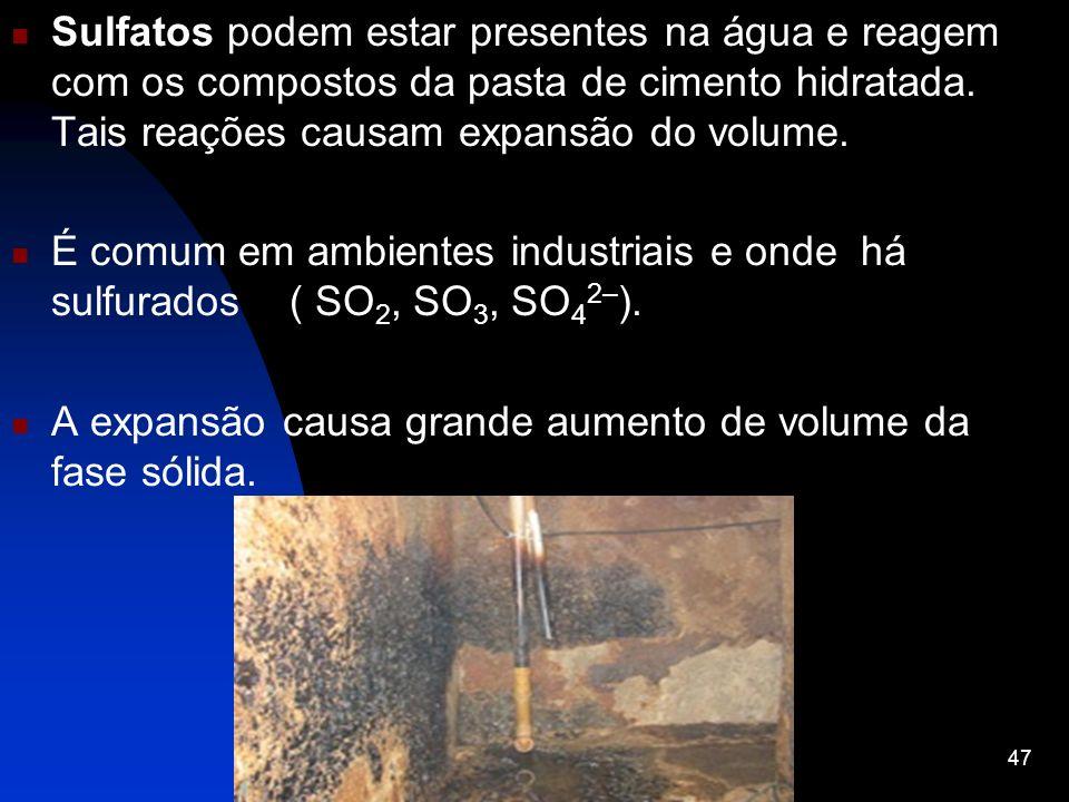 Sulfatos podem estar presentes na água e reagem com os compostos da pasta de cimento hidratada. Tais reações causam expansão do volume. É comum em amb