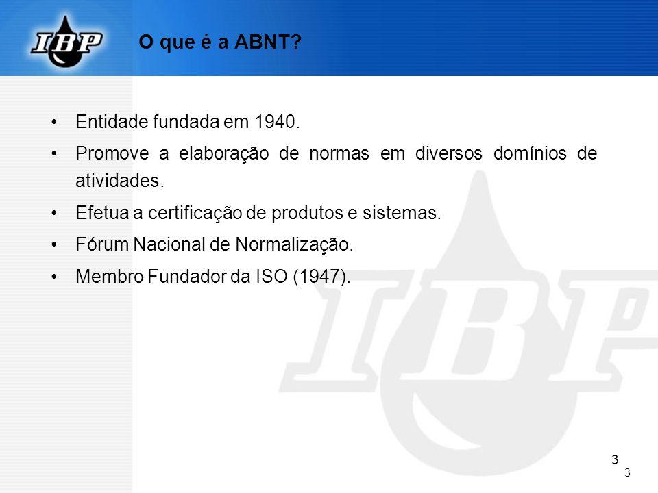 3 3 O que é a ABNT? Entidade fundada em 1940. Promove a elaboração de normas em diversos domínios de atividades. Efetua a certificação de produtos e s