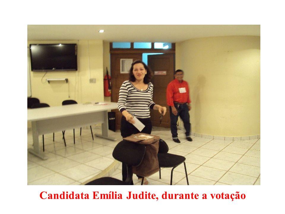 Candidata Emília Judite, durante a votação