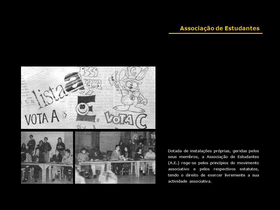 Dotada de instalações próprias, geridas pelos seus membros, a Associação de Estudantes (A.E.) rege-se pelos princípios do movimento associativo e pelo