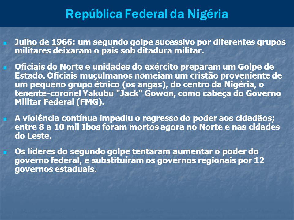 República Federal da Nigéria Julho de 1966: um segundo golpe sucessivo por diferentes grupos militares deixaram o país sob ditadura militar. Oficiais
