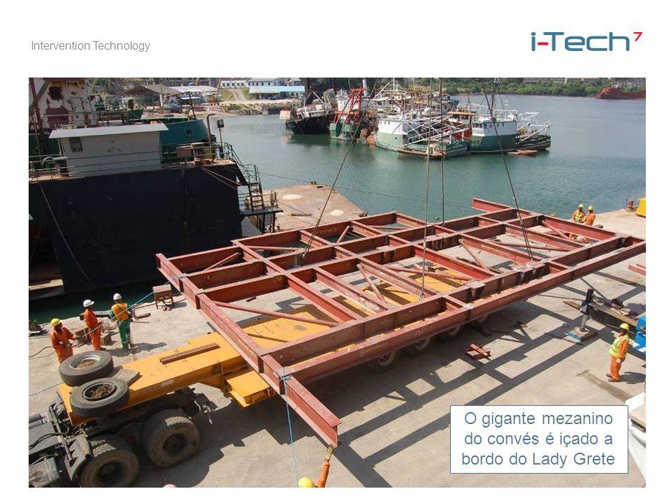Intervention Technology O gigante mezanino do convés é içado a bordo do Lady Grete