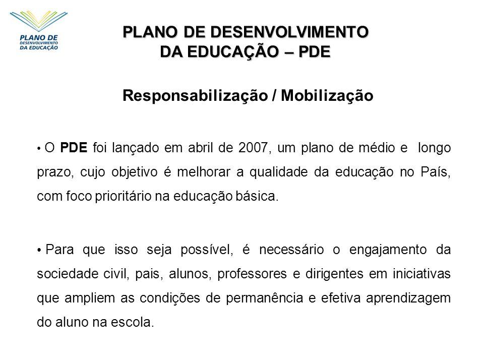 PLANO DE DESENVOLVIMENTO DA EDUCAÇÃO – PDE O PDE foi lançado em abril de 2007, um plano de médio e longo prazo, cujo objetivo é melhorar a qualidade d