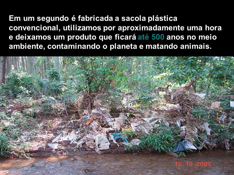 Em um segundo é fabricada a sacola plástica convencional, utilizamos por aproximadamente uma hora e deixamos um produto que ficará até 500 anos no mei