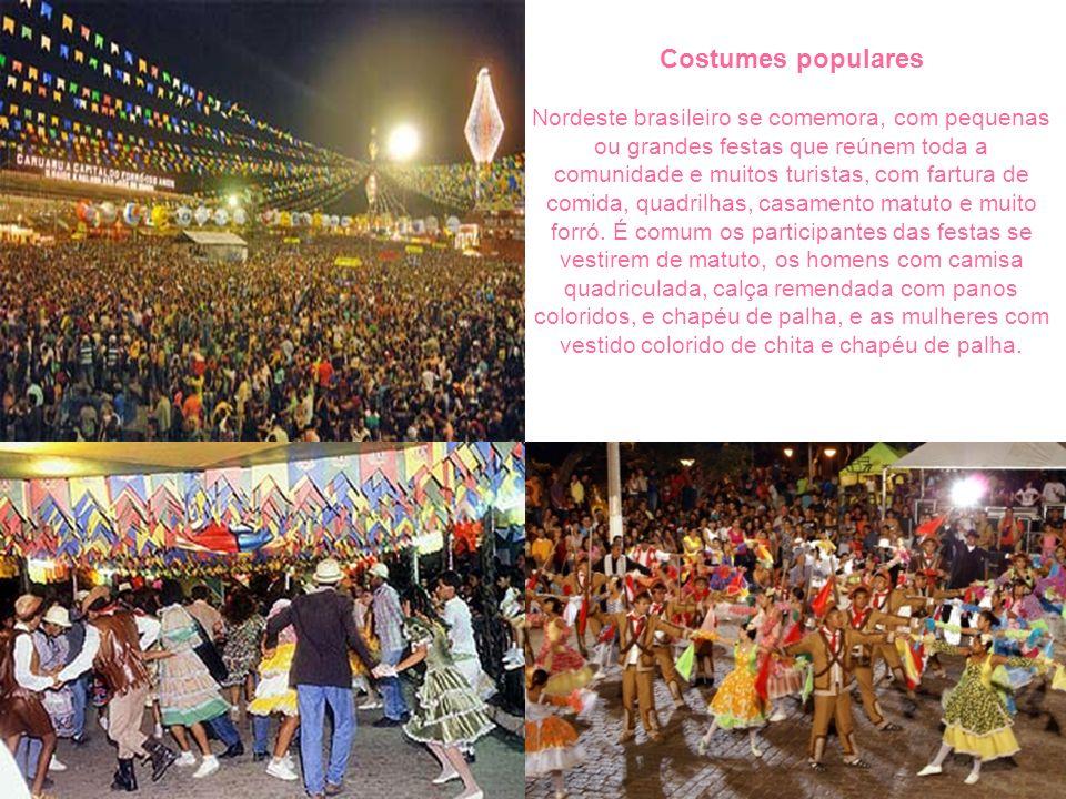 Costumes populares Nordeste brasileiro se comemora, com pequenas ou grandes festas que reúnem toda a comunidade e muitos turistas, com fartura de comi